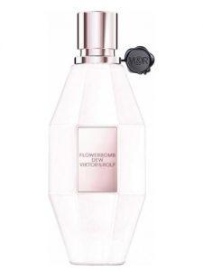 Parfumul Viktor & Rolf Flowerbomb Dew miroase a buchet mare scump de flori de primavara, cu trandafiri albi, usor rozalii in mijloc proaspat taiati cu roua diminetii inca pe ele. Este un parfum atat de elegant, puternic si delicat in acelasi timp.